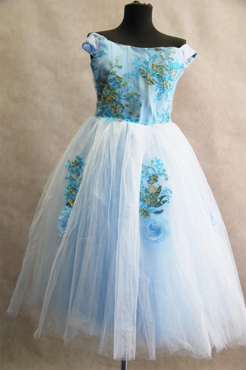 Прокат платьев для девочек москва